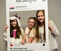 fotoramki do zdjęć selfie fotobudka rekwizyty na imprezy firmoe wesela kawalerskie urodziny facebook insta